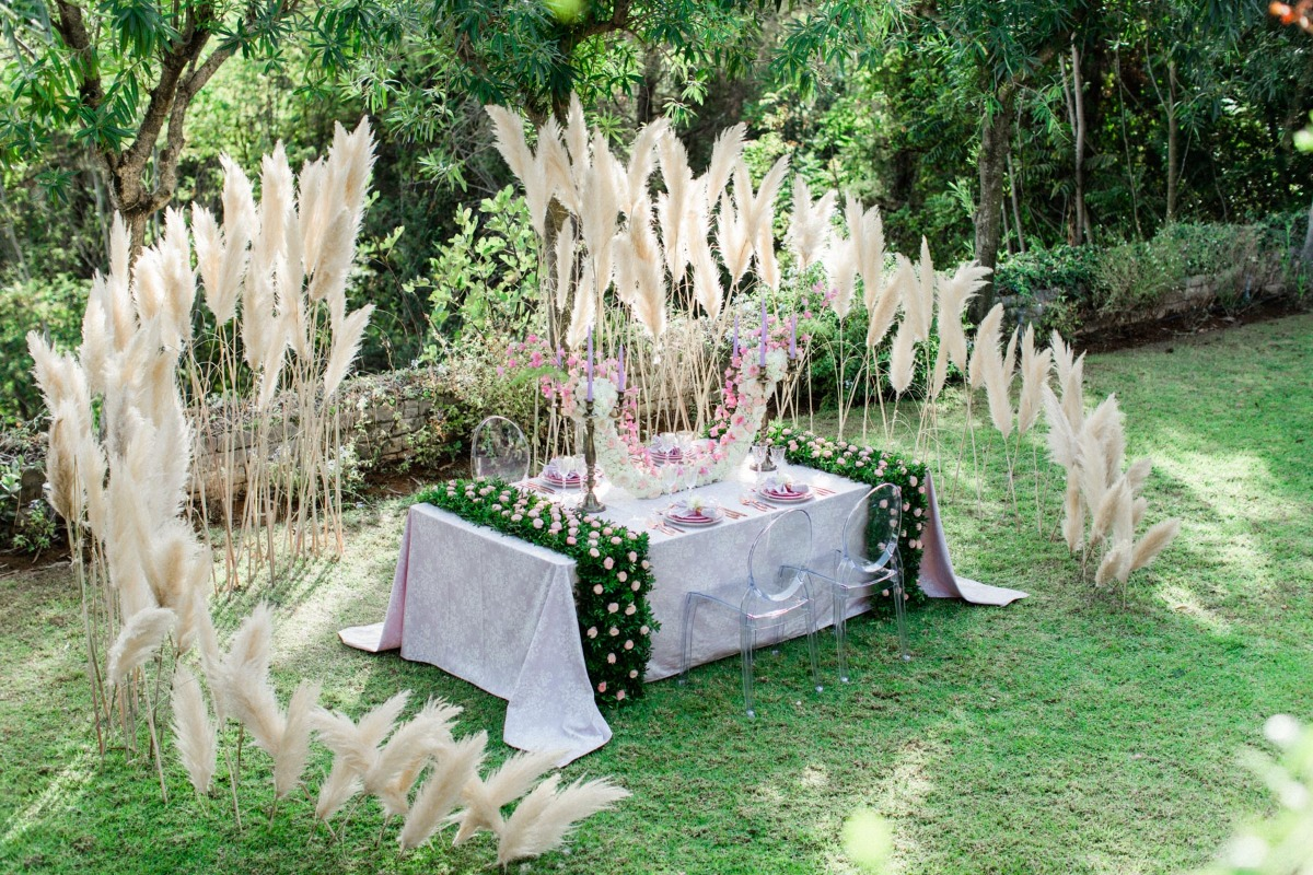 dramatic wedding table decor