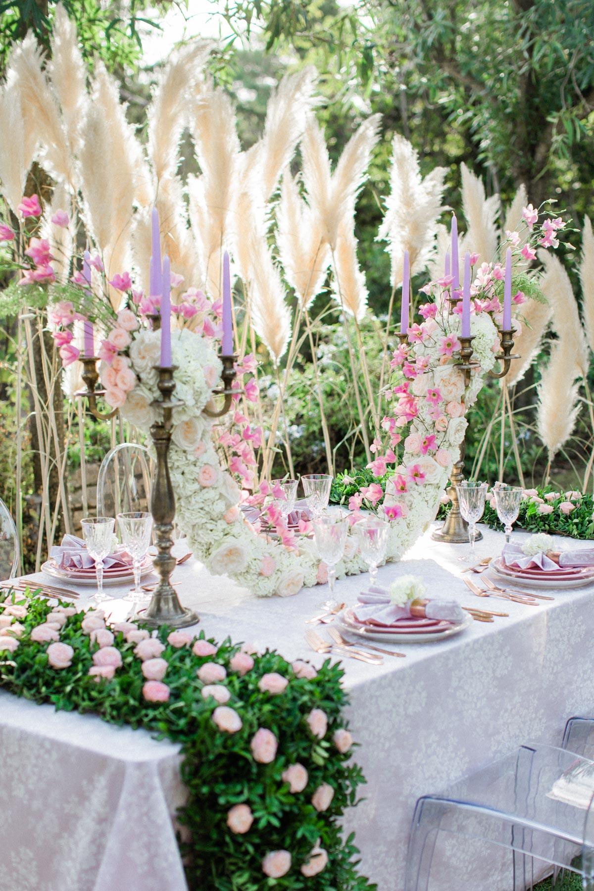 dramatic floral decor for your wedding reception