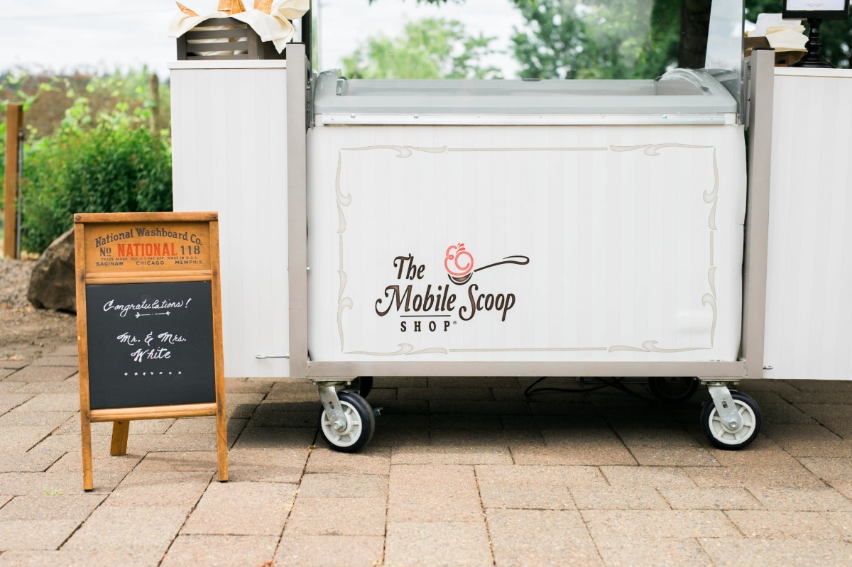 the mobile scoop for weddings