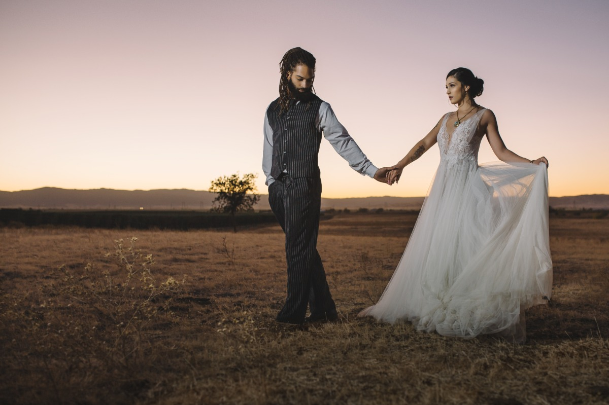 sunset wedding photo idea