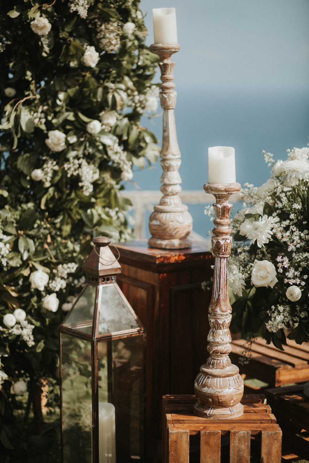 romantic wedding ceremony decor