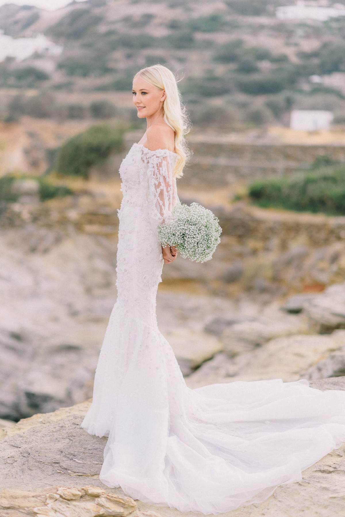 Bride in Marchesa with babys breath bouquet