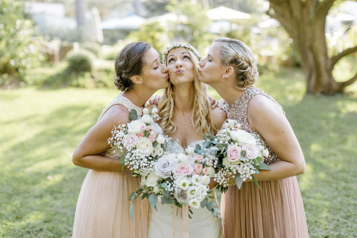 Kissy bridesmaid photo