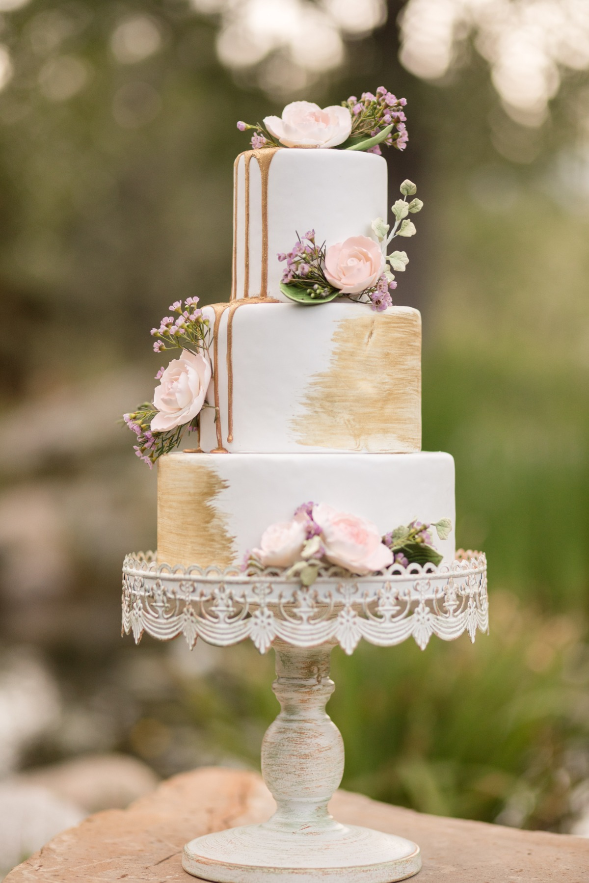 gold brushed and drizzled wedding cake