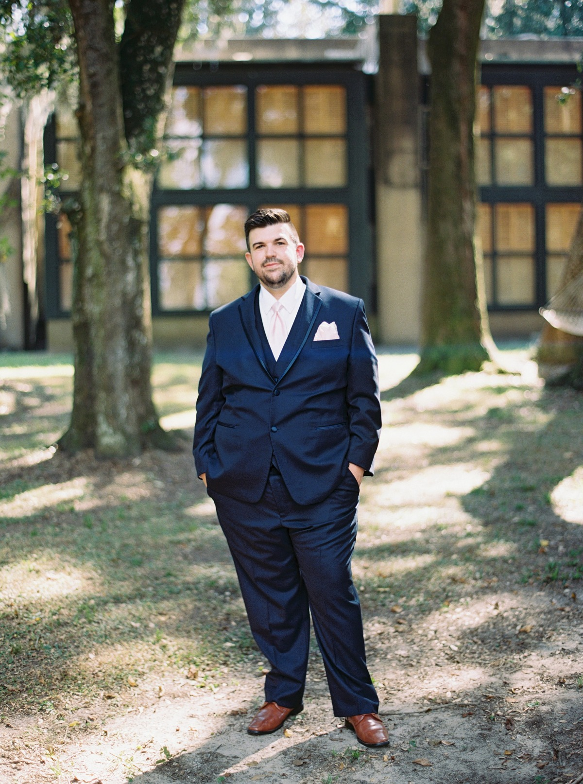 Navy blue suit for the groom
