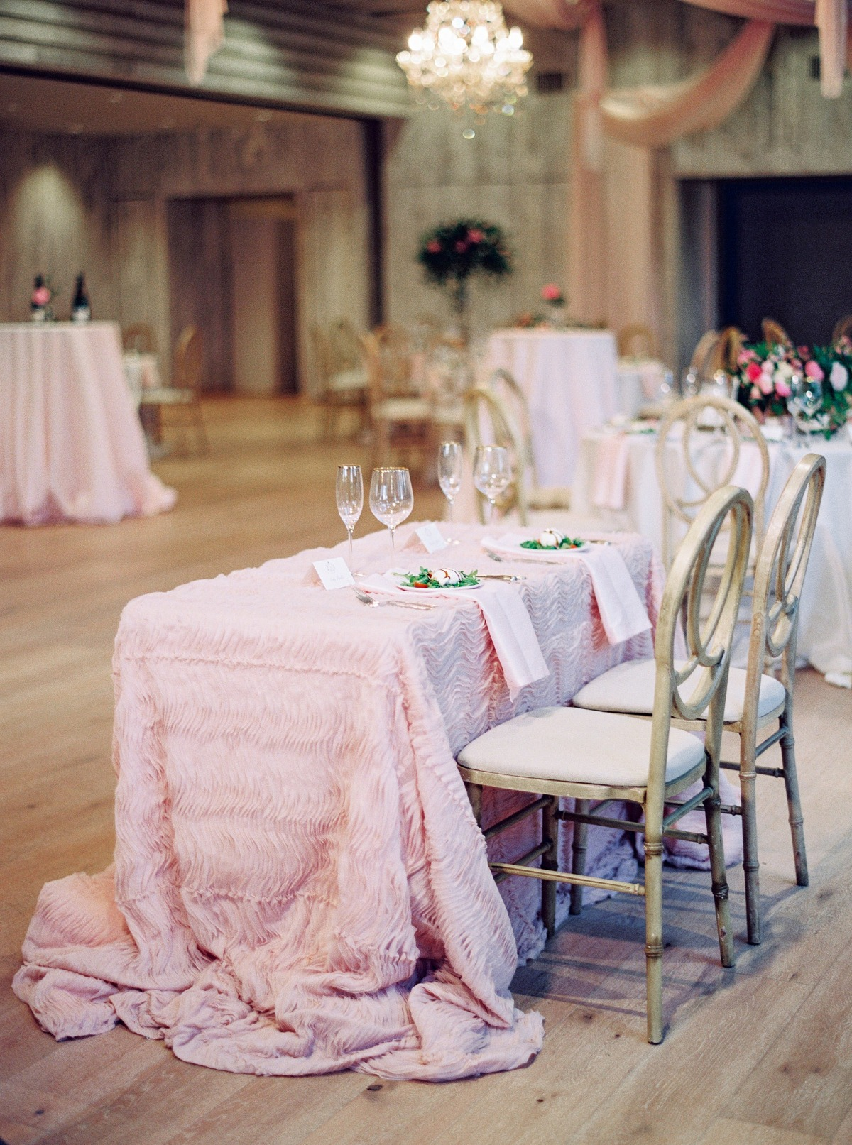 Rustic blush sweetheart table