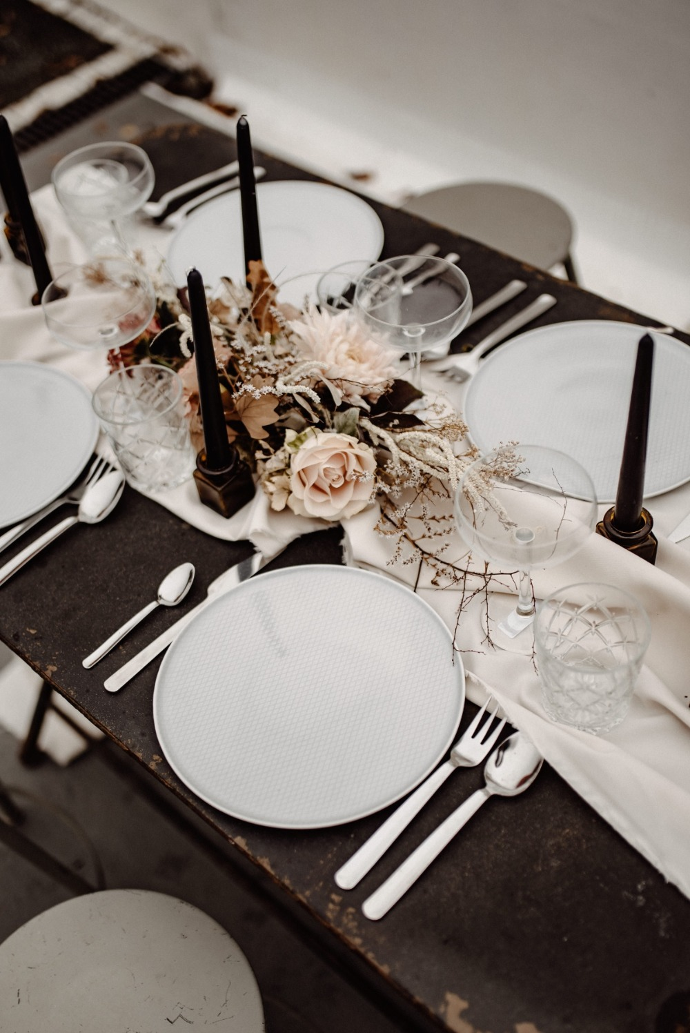 Modern reception table decor