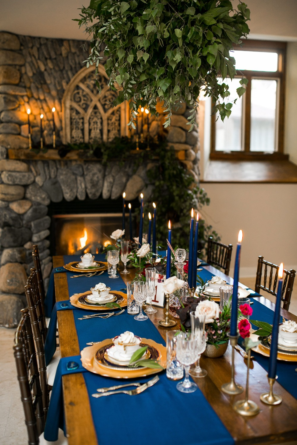 gold and glue wedding table