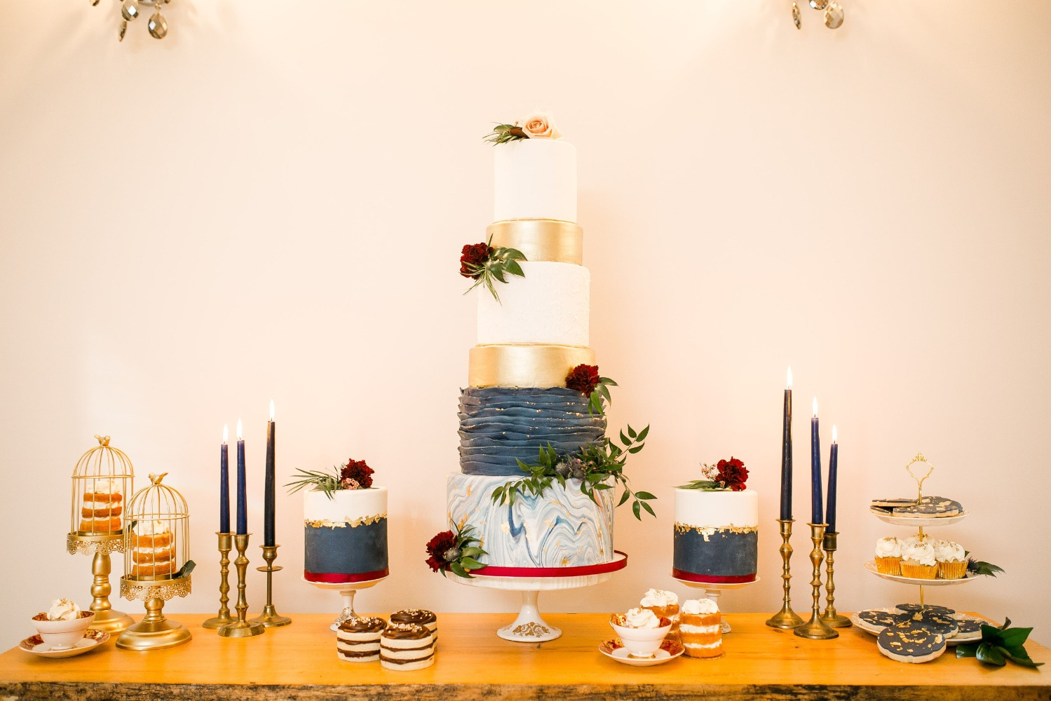 navy and gold cake table