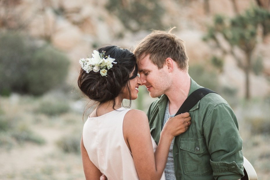Victoria Johannson Photography Couple Forehead Touching in the Desert