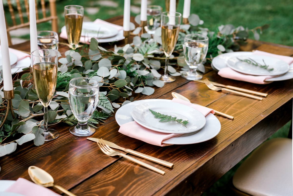 gold blush and greenery wedding table decor