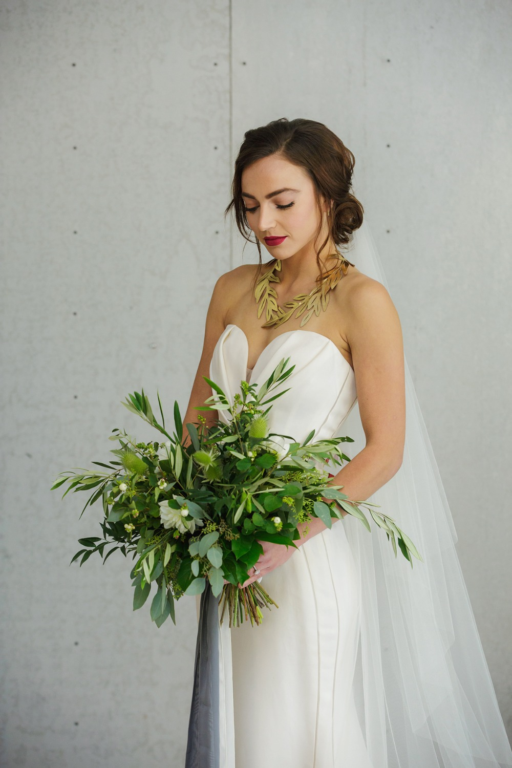 bride in modern wedding style with vintage vibe
