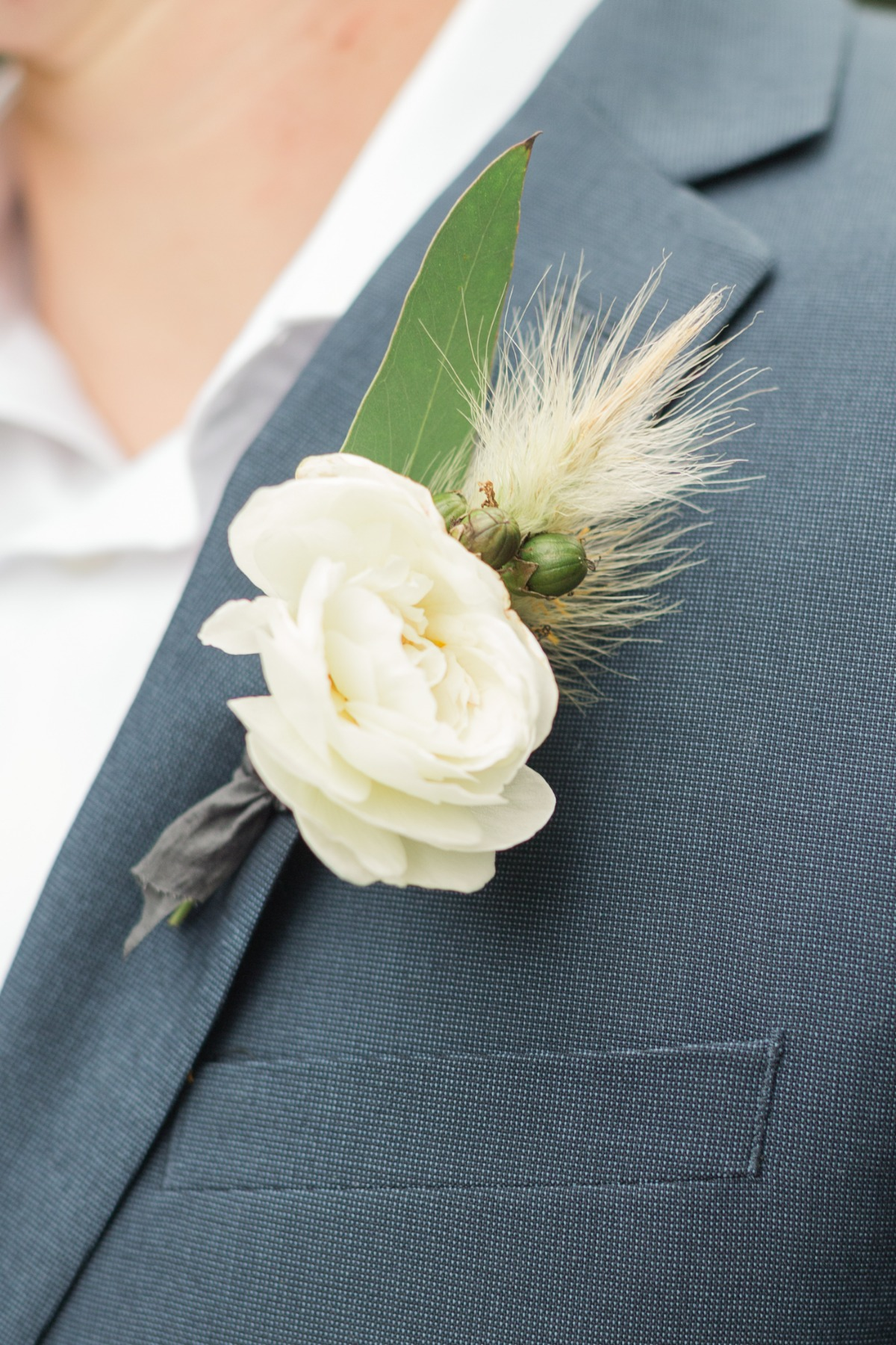 simple white flower boutonniere