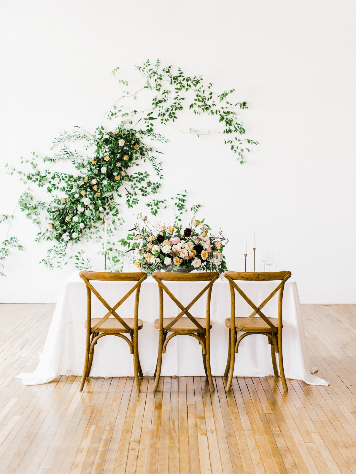 minimalist wedding reception decor idea