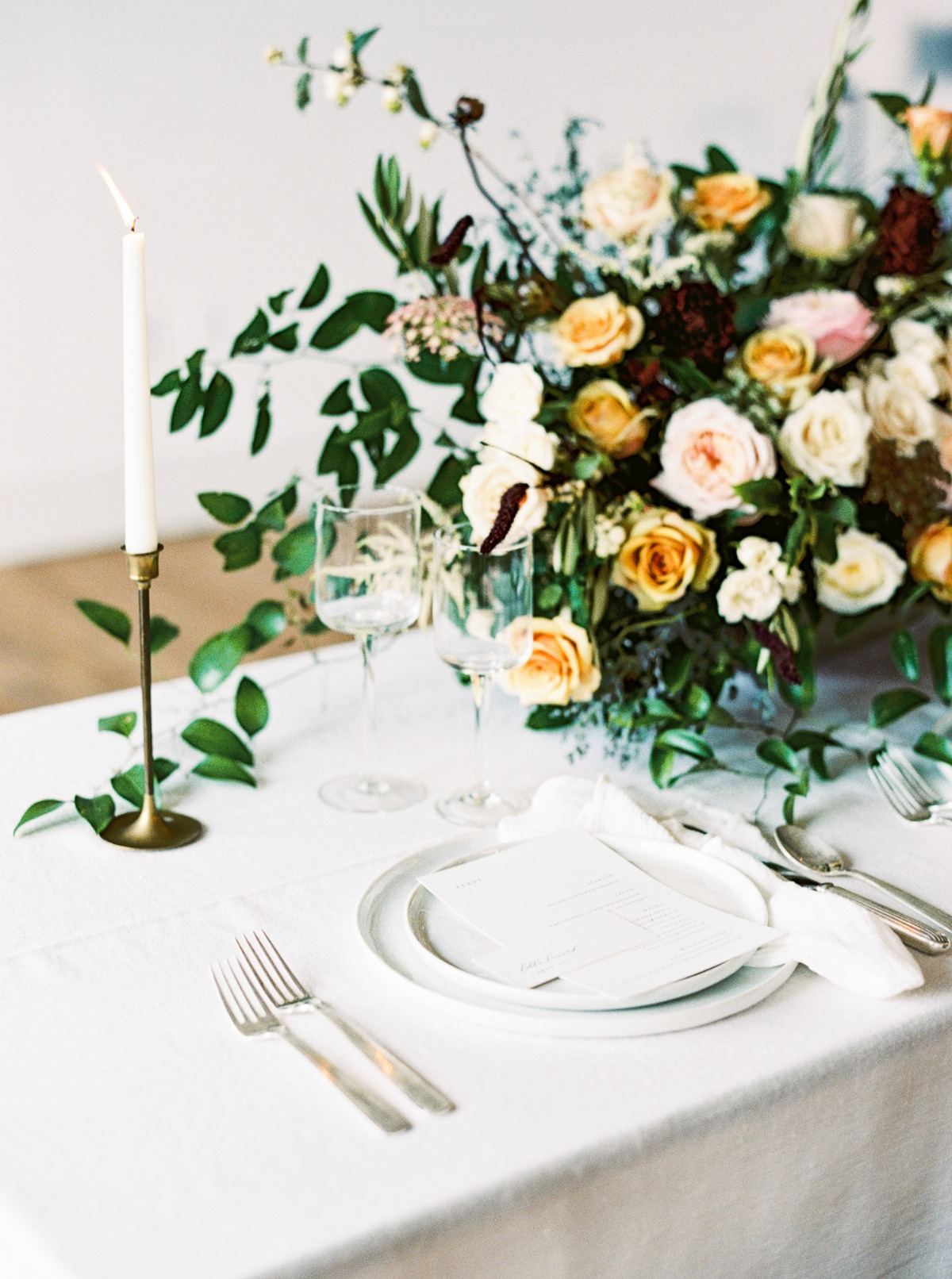 ivory and gold wedding table decor