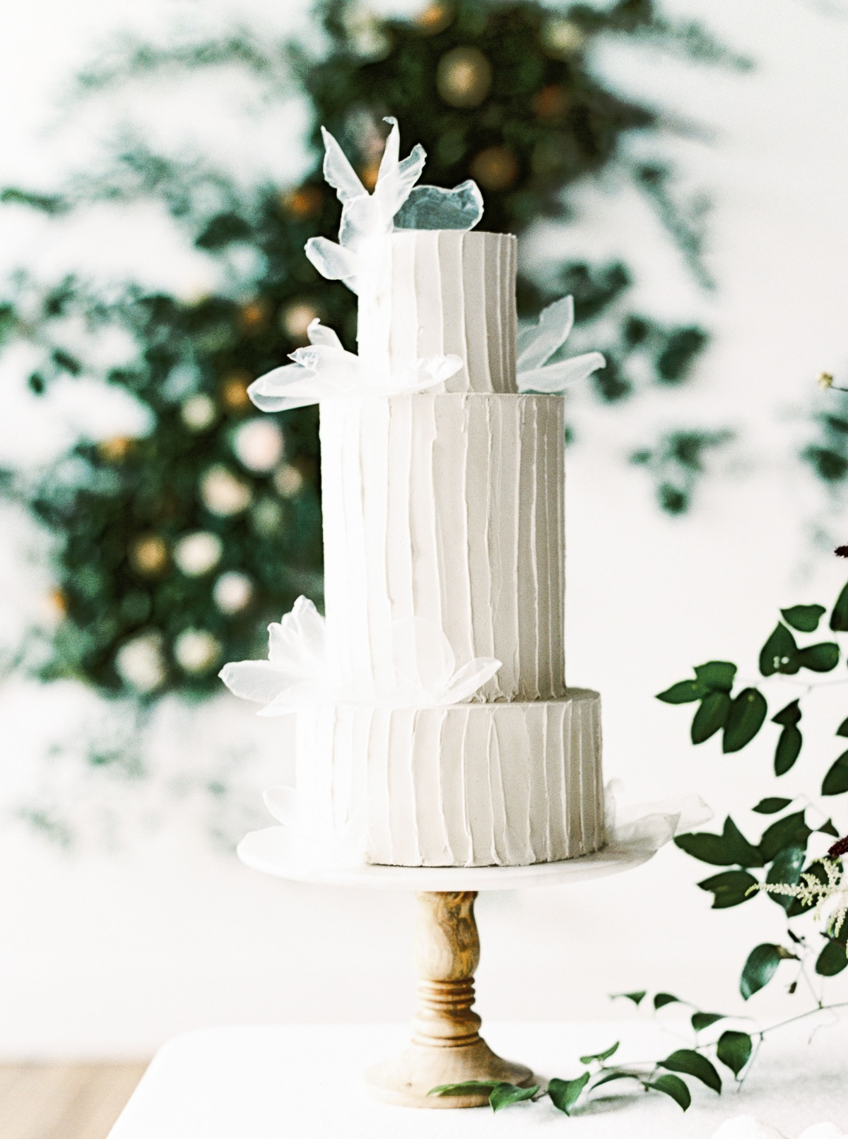 minimalist wedding cake idea