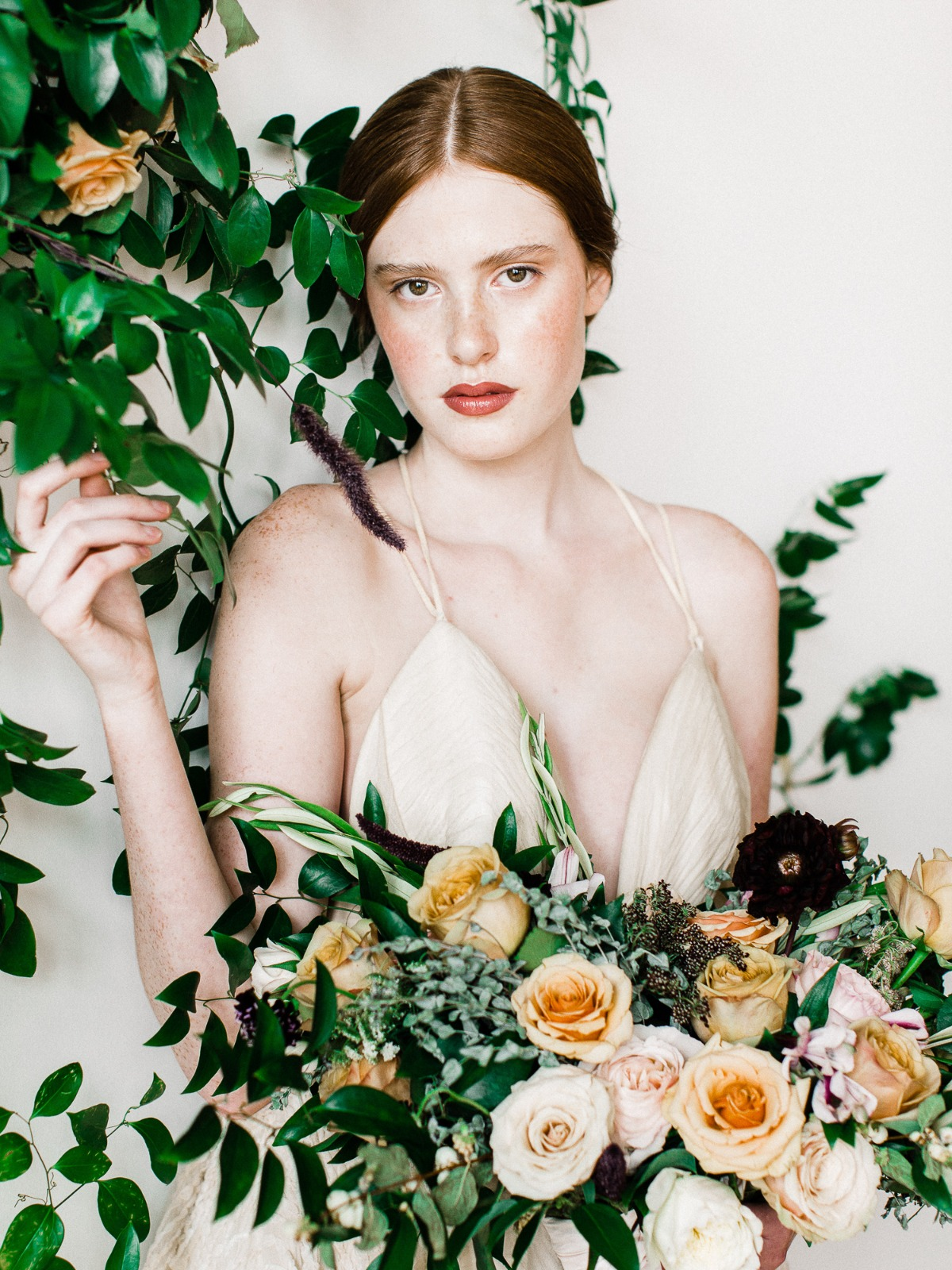 A Modern Ethereal Wedding Idea In White And Gold