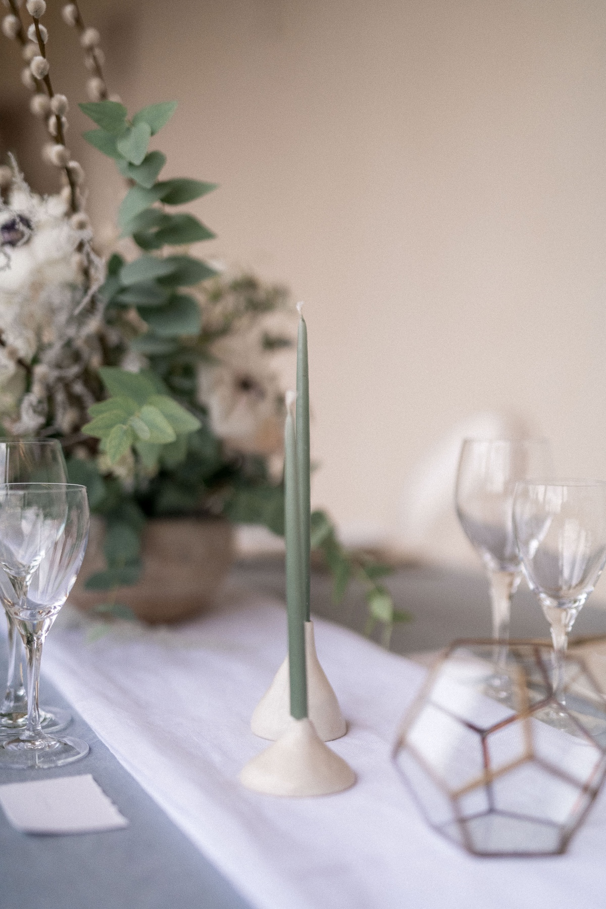 Modern wedding table decor