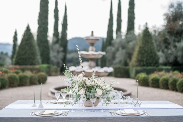 Natural Modern Wedding Inspiration For The Romantic at Heart