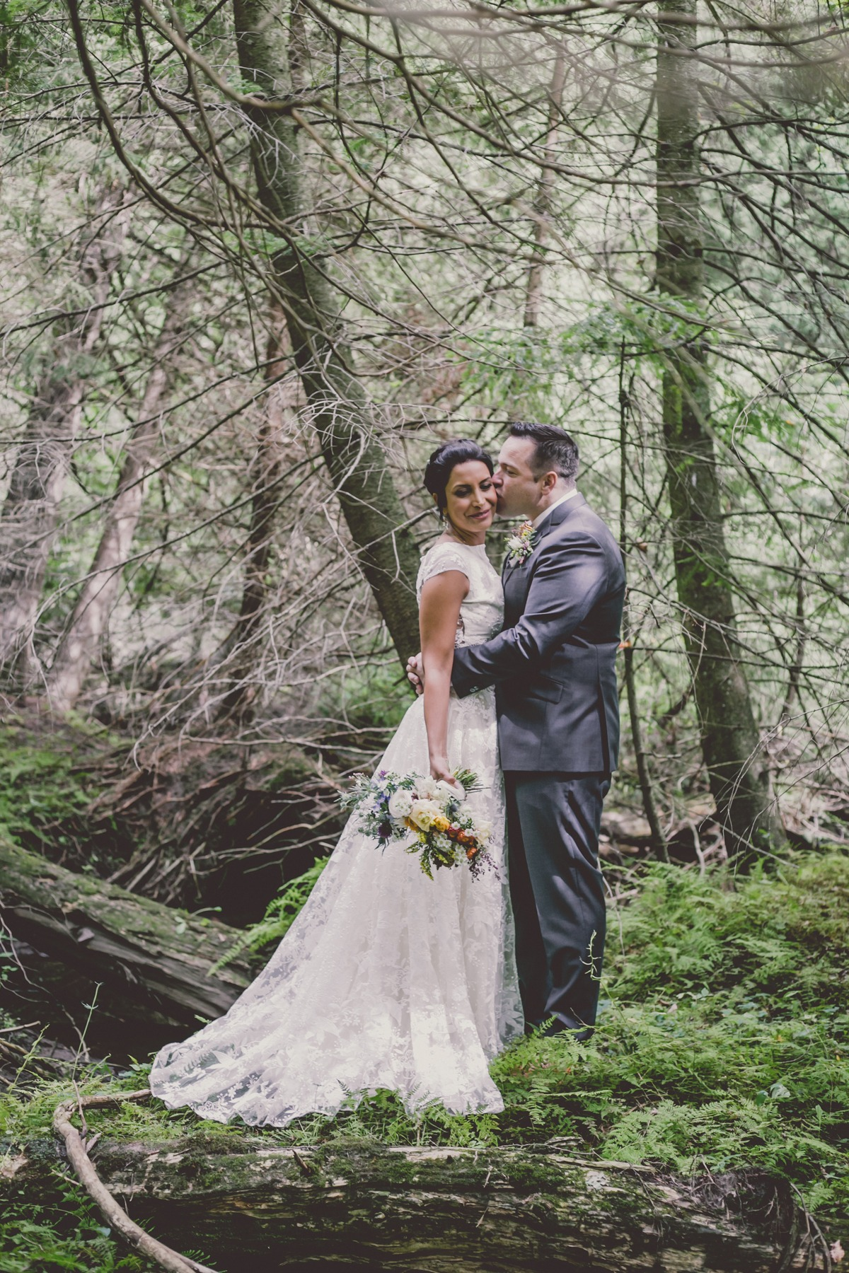 sweet wedding couple photos in the forest