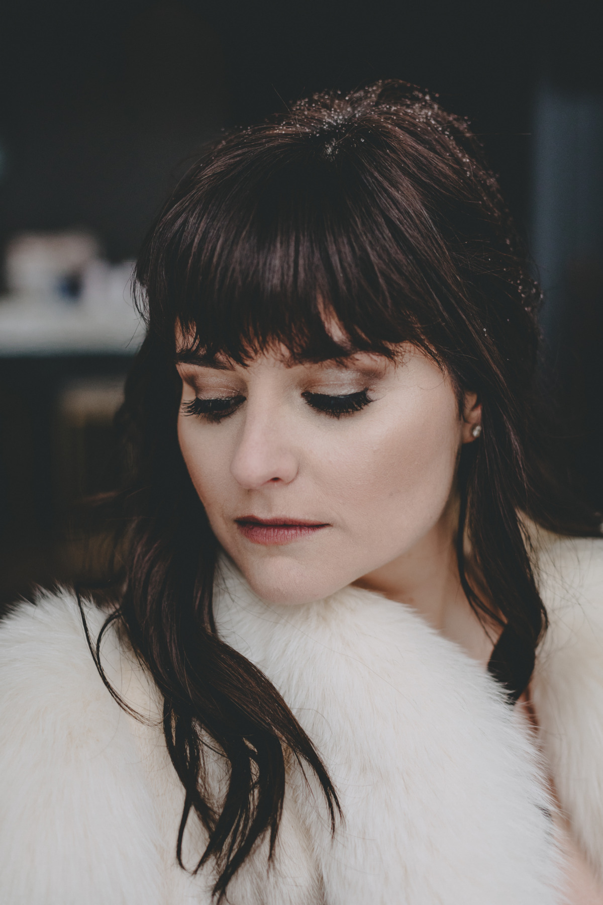 dramatic winter wedding makeup idea