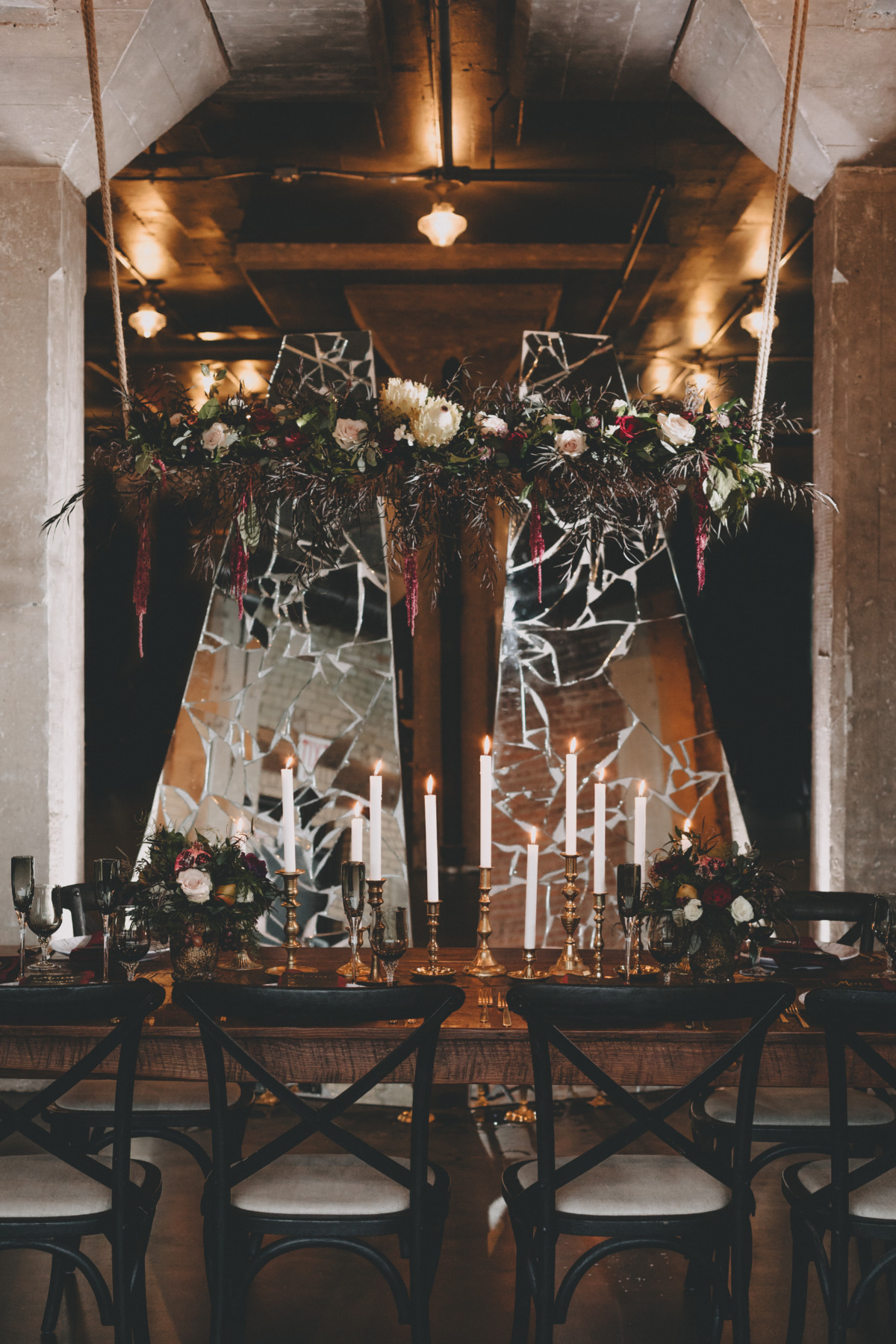 dramatic and modern wedding decor ideas for your winter wedding