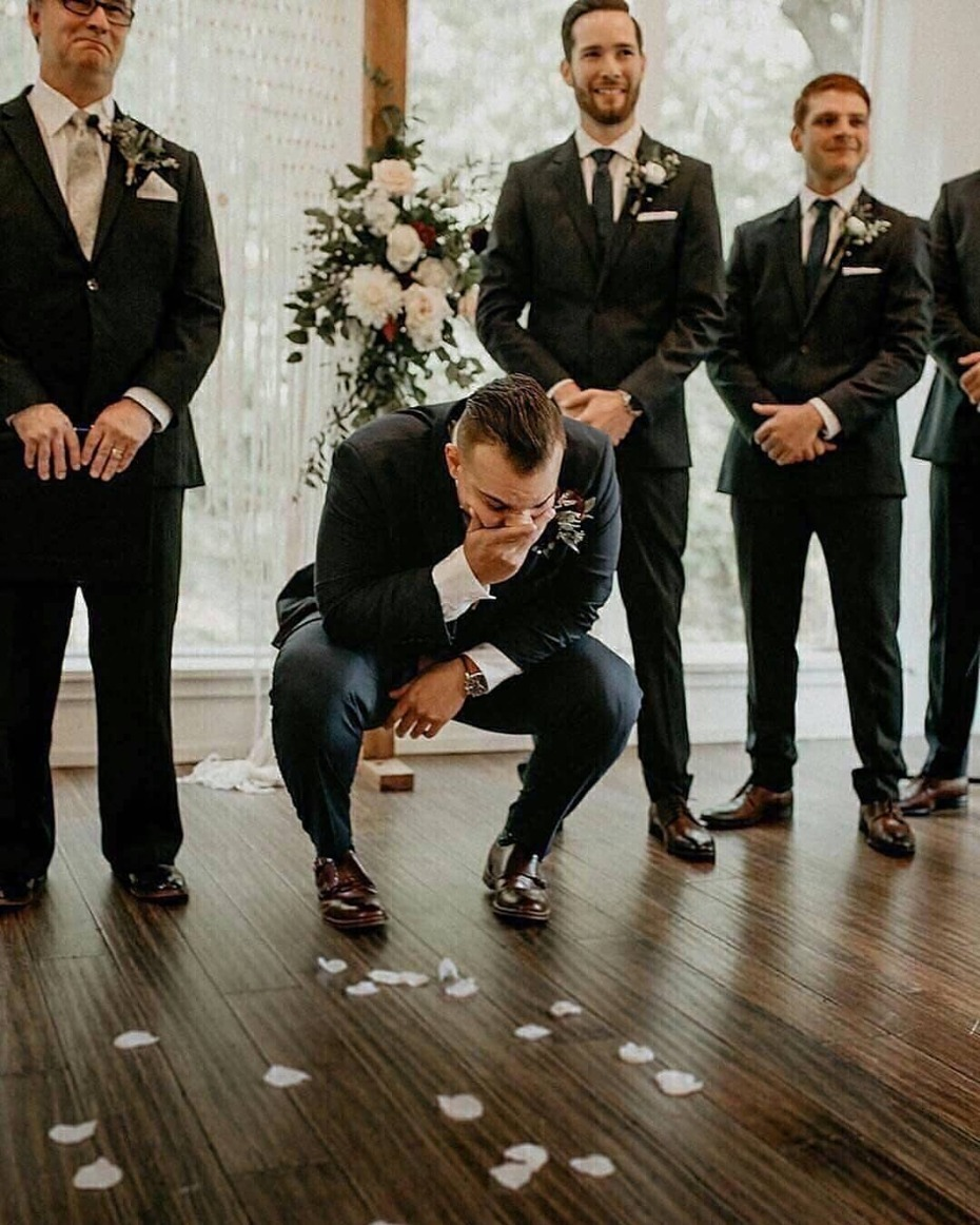 Groom so shocked to see his bride walk down the aisle
