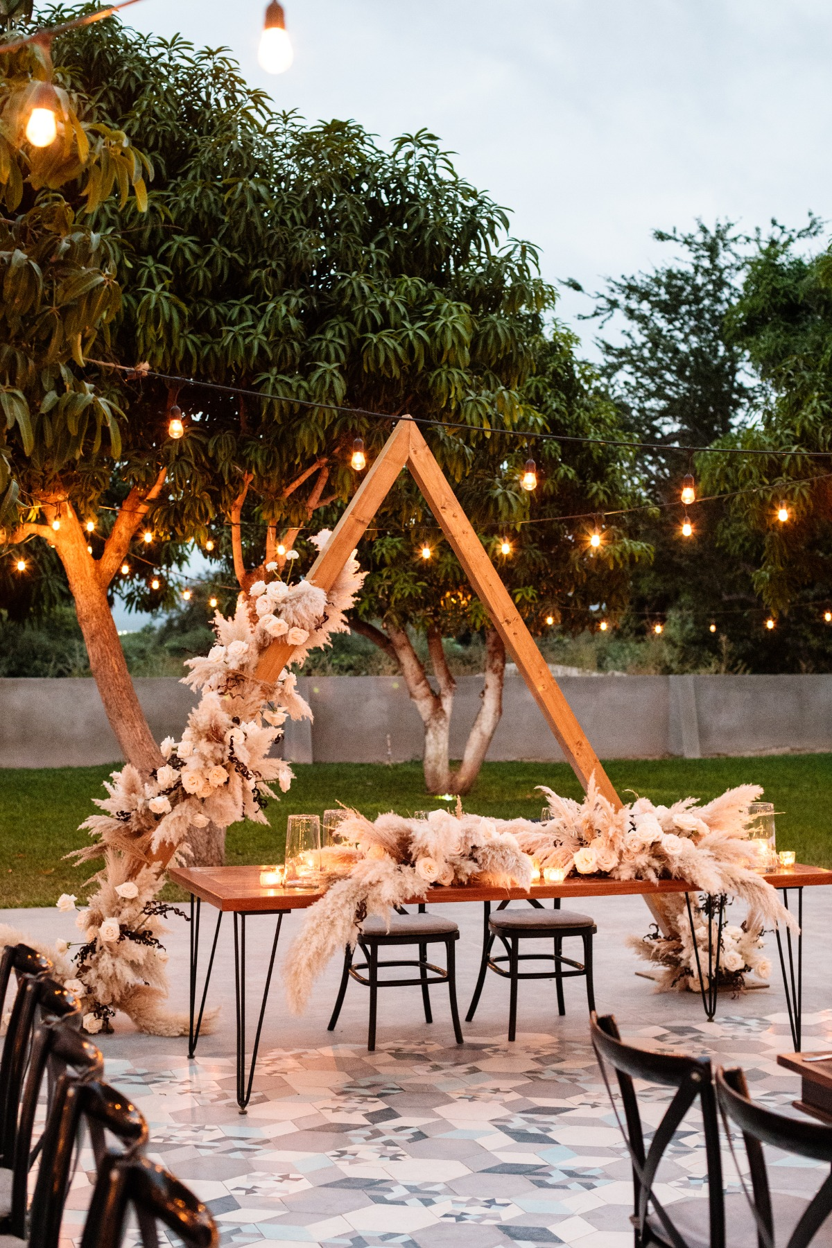Triangle backdrop for the sweetheart table