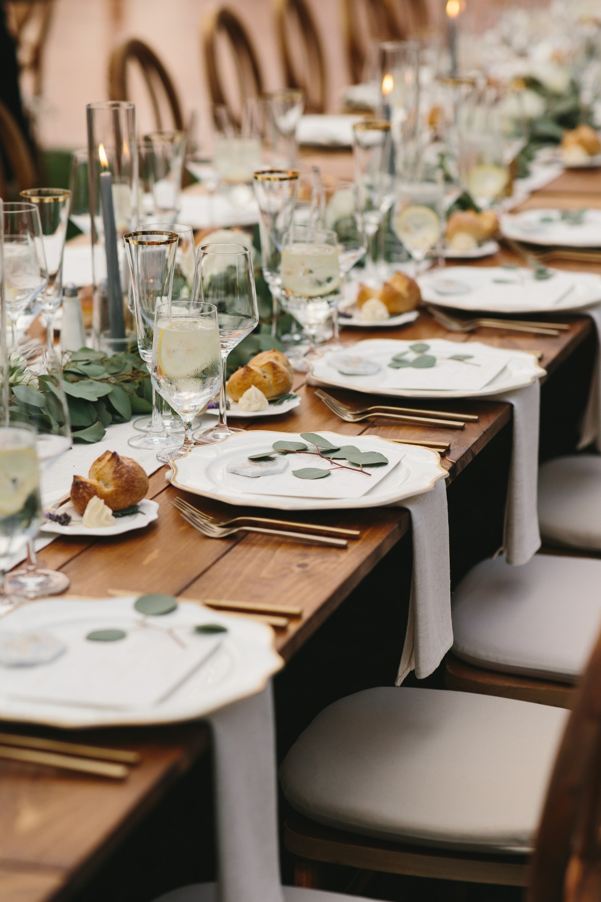 chic white and gold wedding table