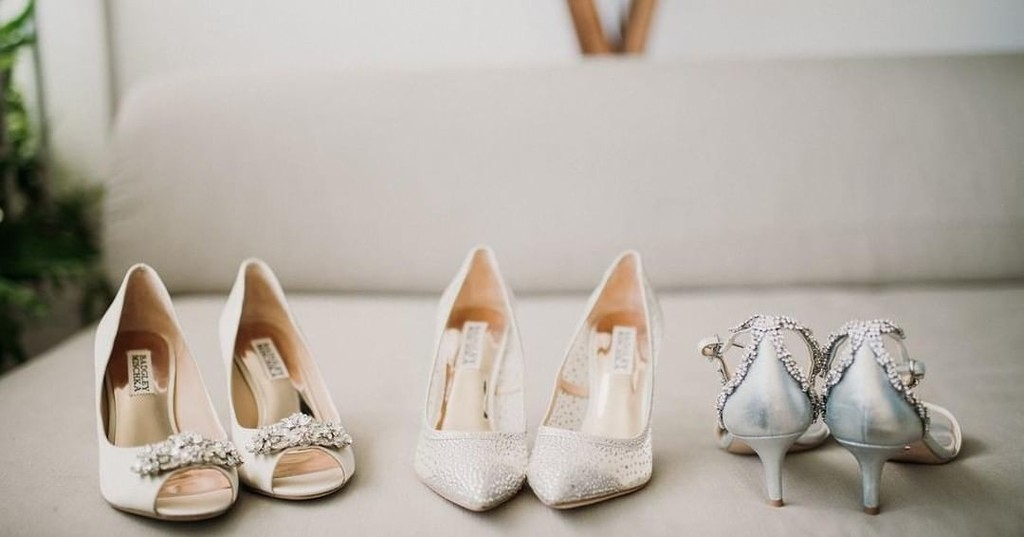 Any last minute Christmas shopping? Bridal shoes are a girl's best friend 😉 .