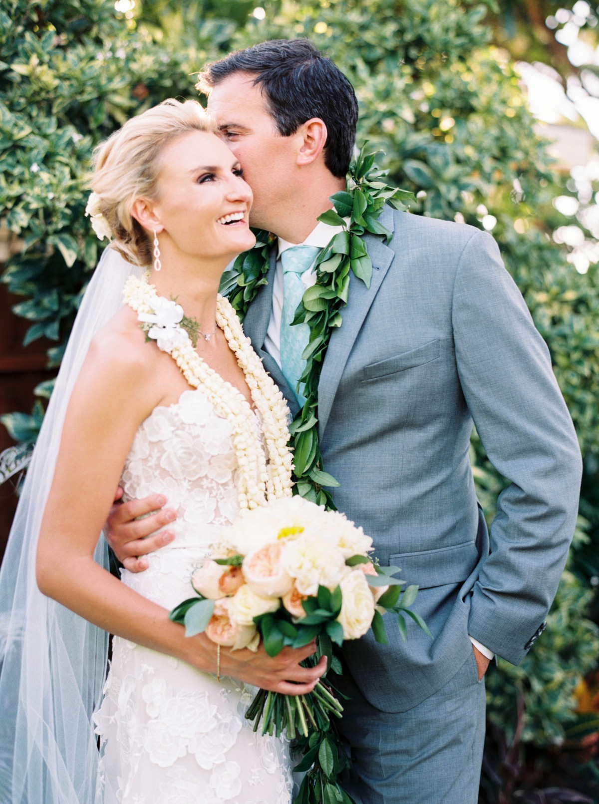 How To Have the Perfect Backyard Wedding in Hawaii