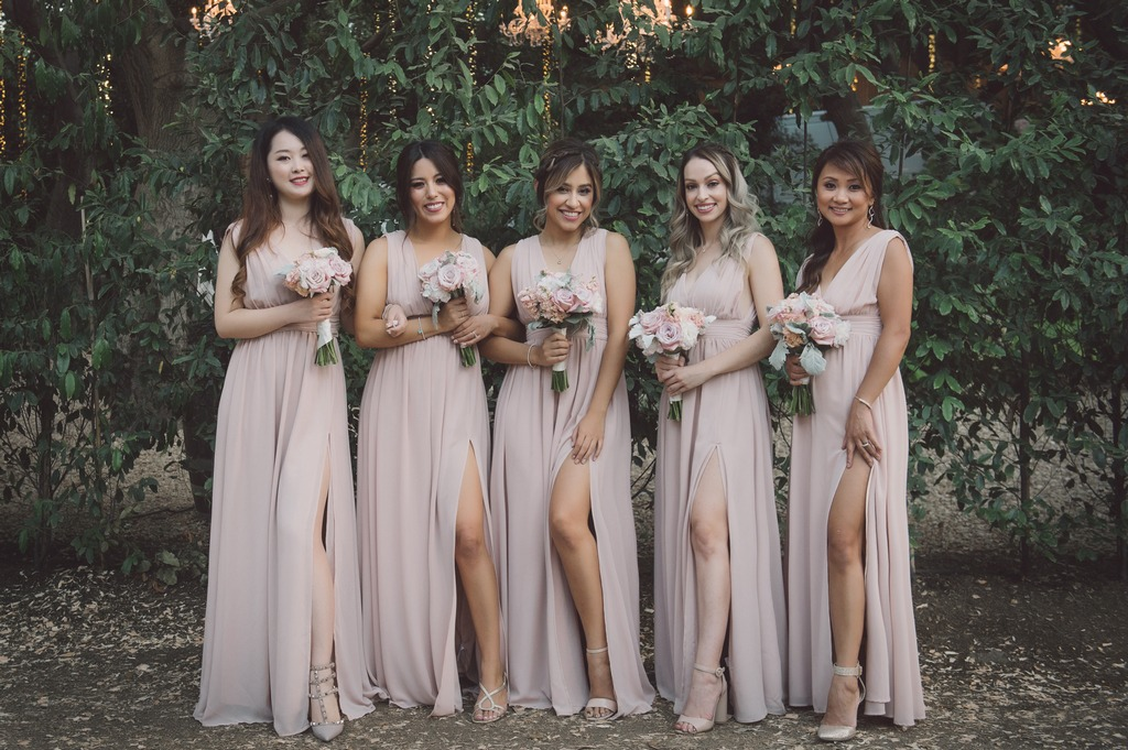 How gorgeous does this bridal party look in a dusty shade of blush pink? The soft colors add some charm and romance and look beautiful
