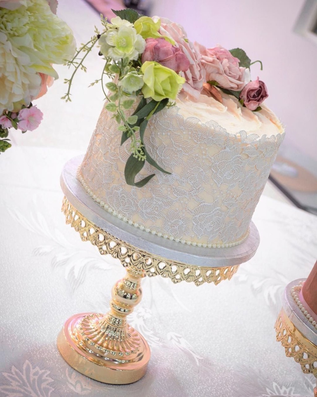 ♡ Wedding Elegance ♡ with edible lace for a vintage look