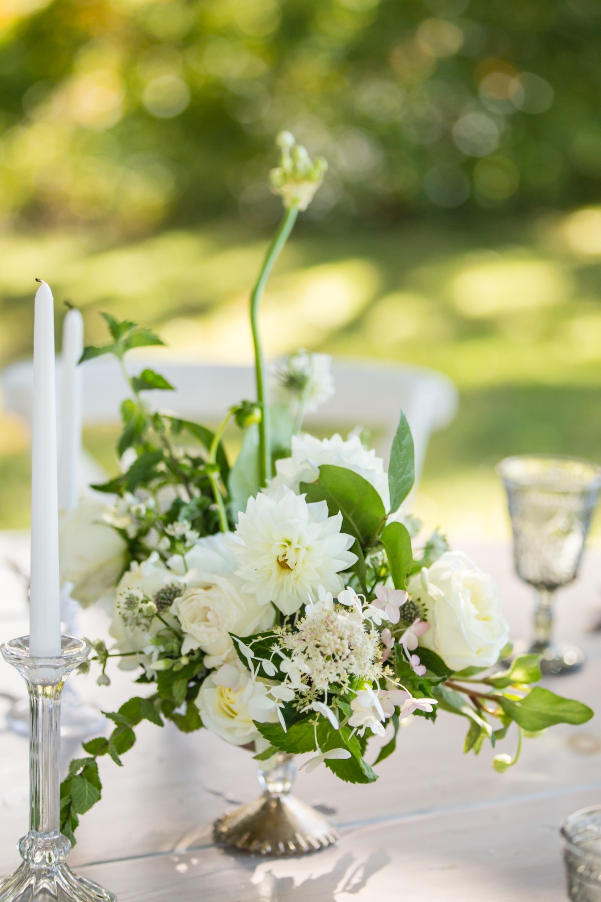 fresh white wedding floral decor
