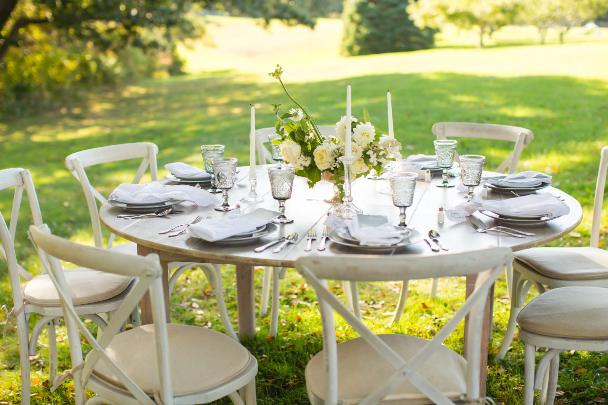 white chic wedding table decor
