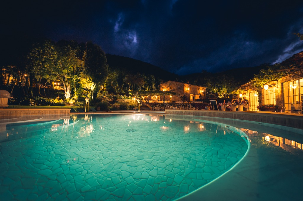 Whatever the night of your special day, Valle di Badia will brighten it with its colors and its lights .