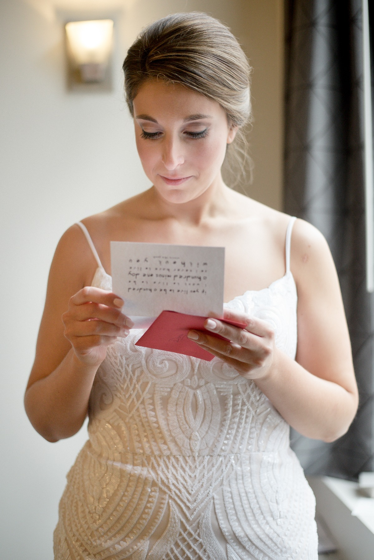 reading a wedding note