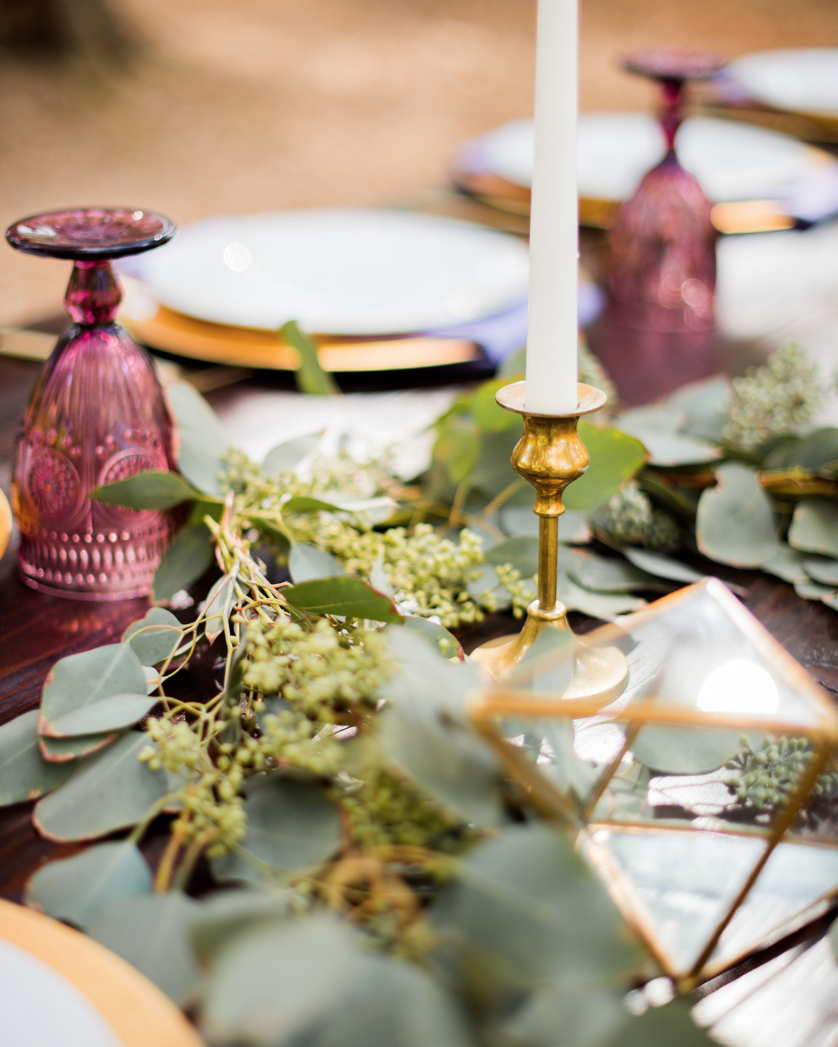 modern gold and purple wedding table decor