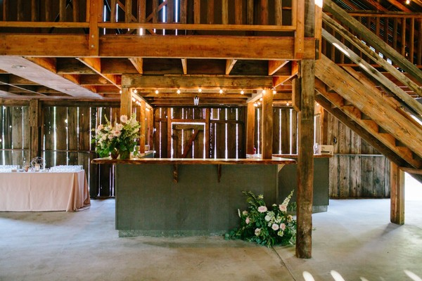 This Rustic Chic Barn Wedding is Totally Romantic
