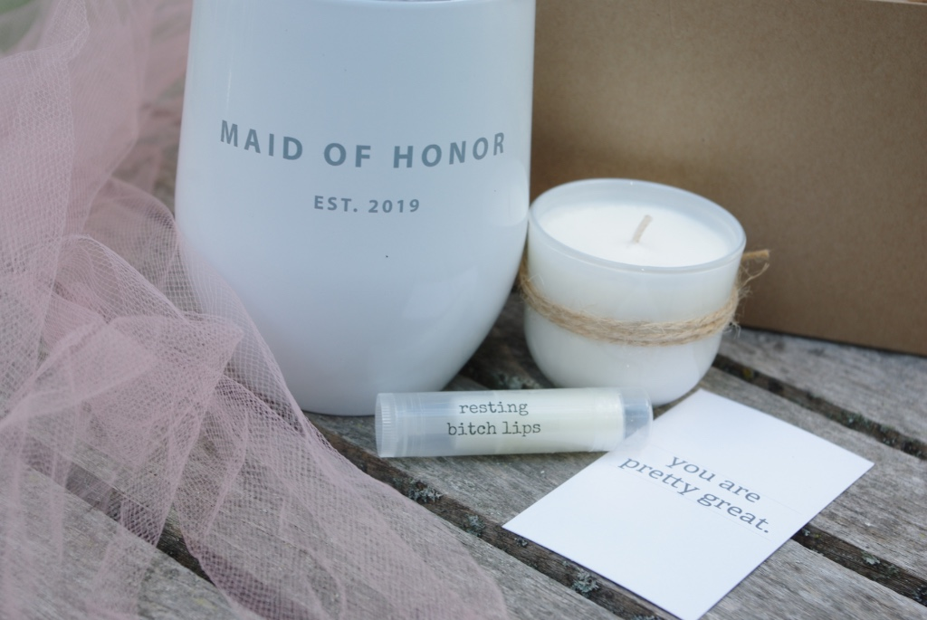 Your maid of honor needs her lips on this...find this (and one for you too) at www.inktandco.com