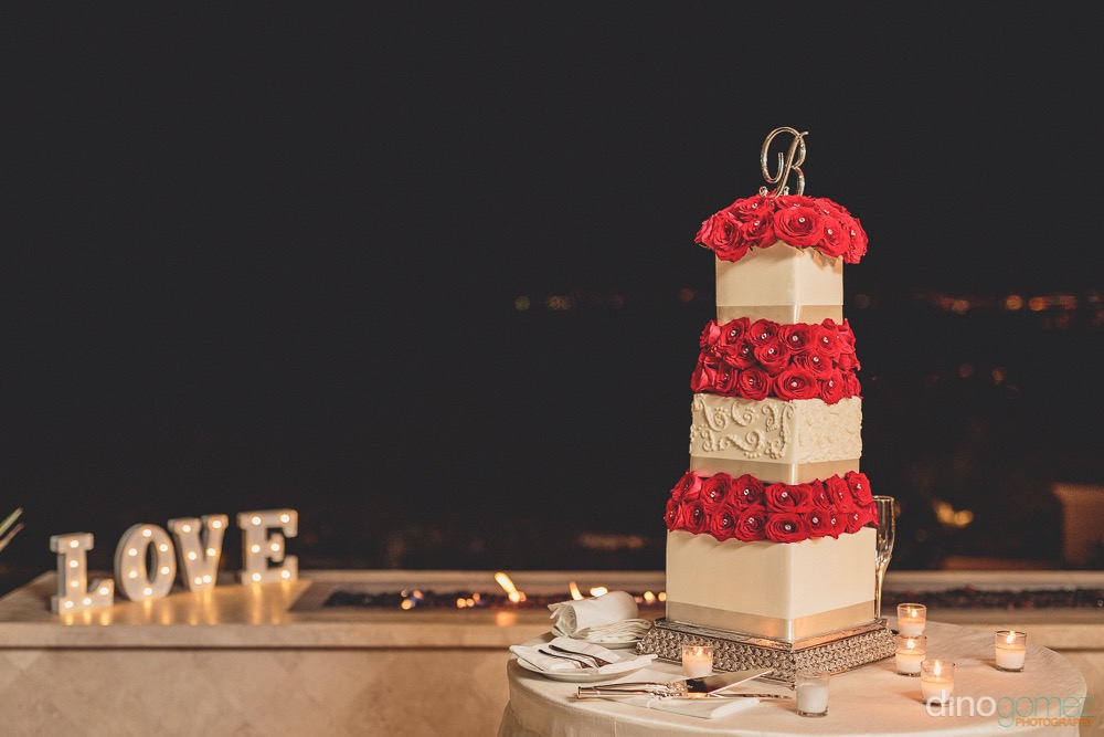 Elegante Wedding Cake , red and bling accents !