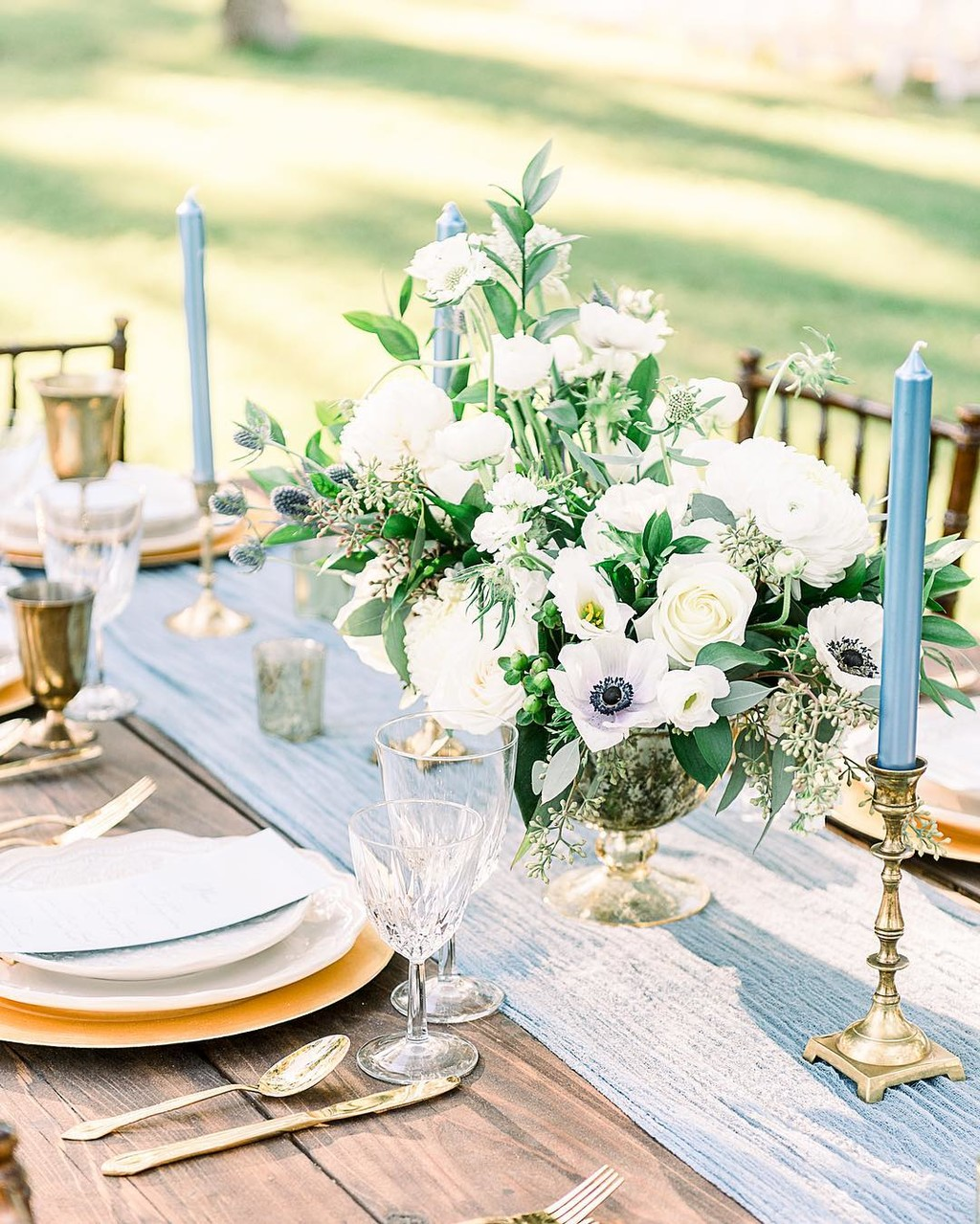 All you really need is florals from @arraydesignaz and decor