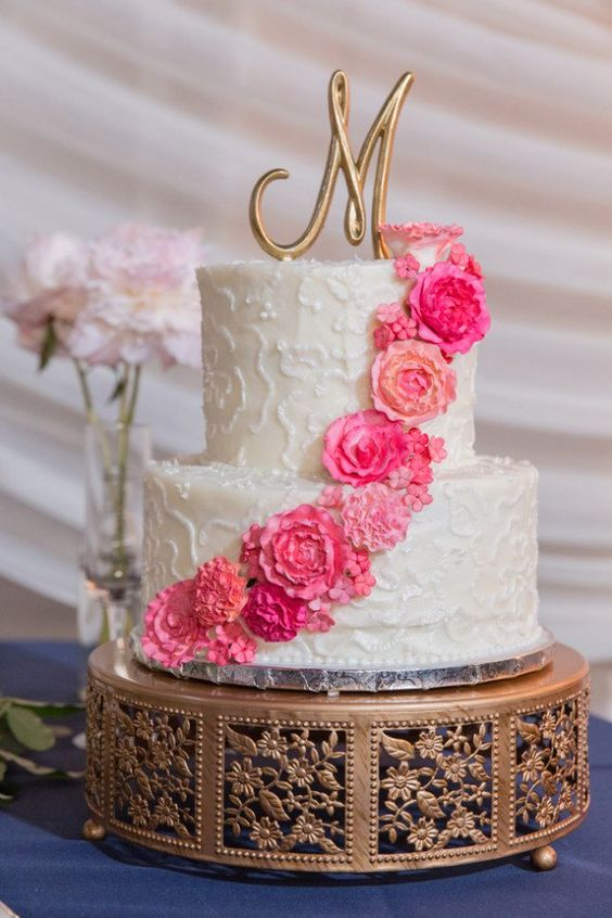 Gorgeous Gold Wedding Accents...Opulent Treasures has a lovely selection of cake and dessert stands for your wedding day! Wedding Cake