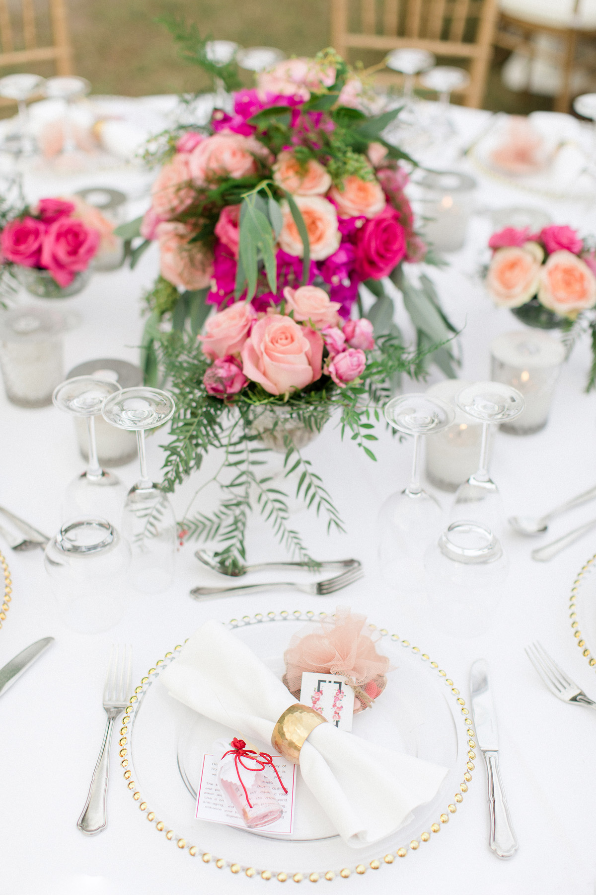peach and pink wedding table decor
