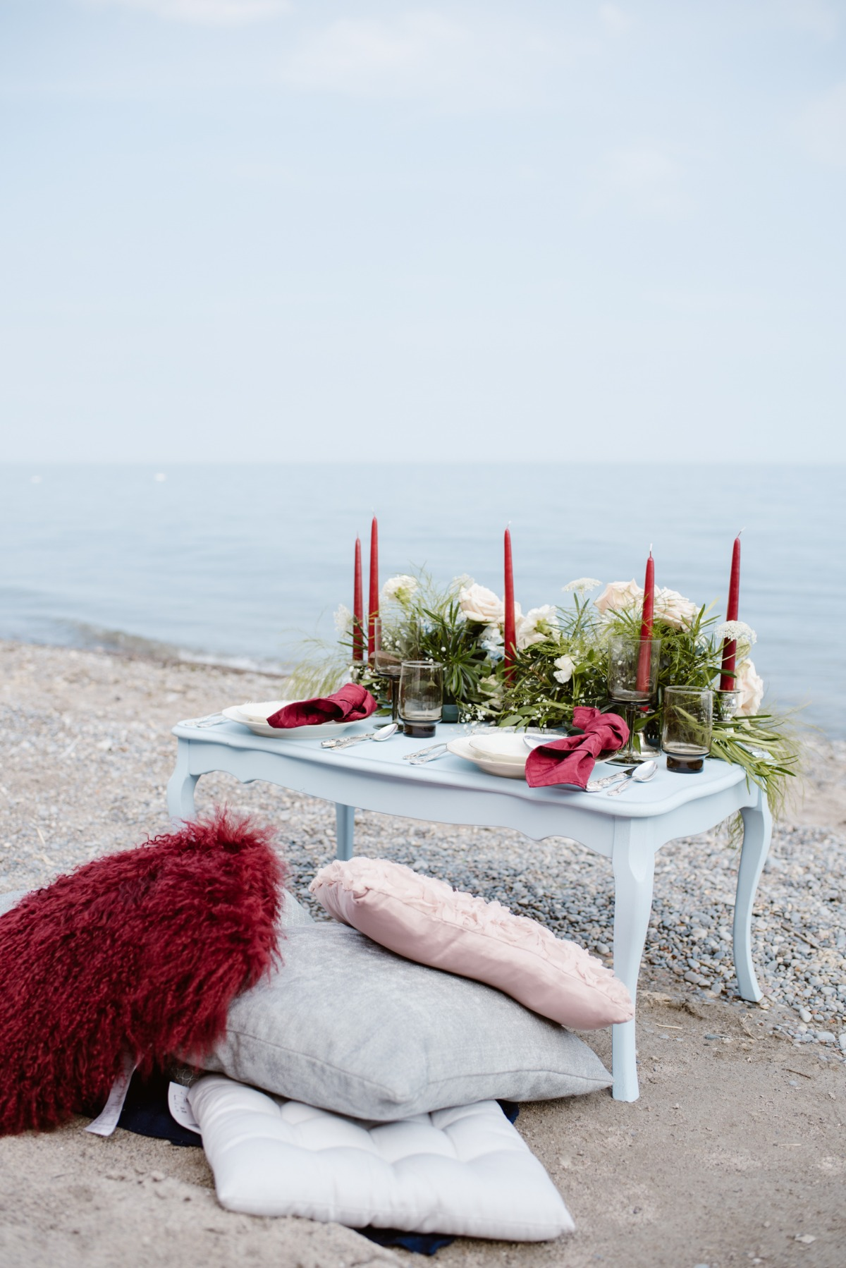 Burgundy and blue beach wedding decor