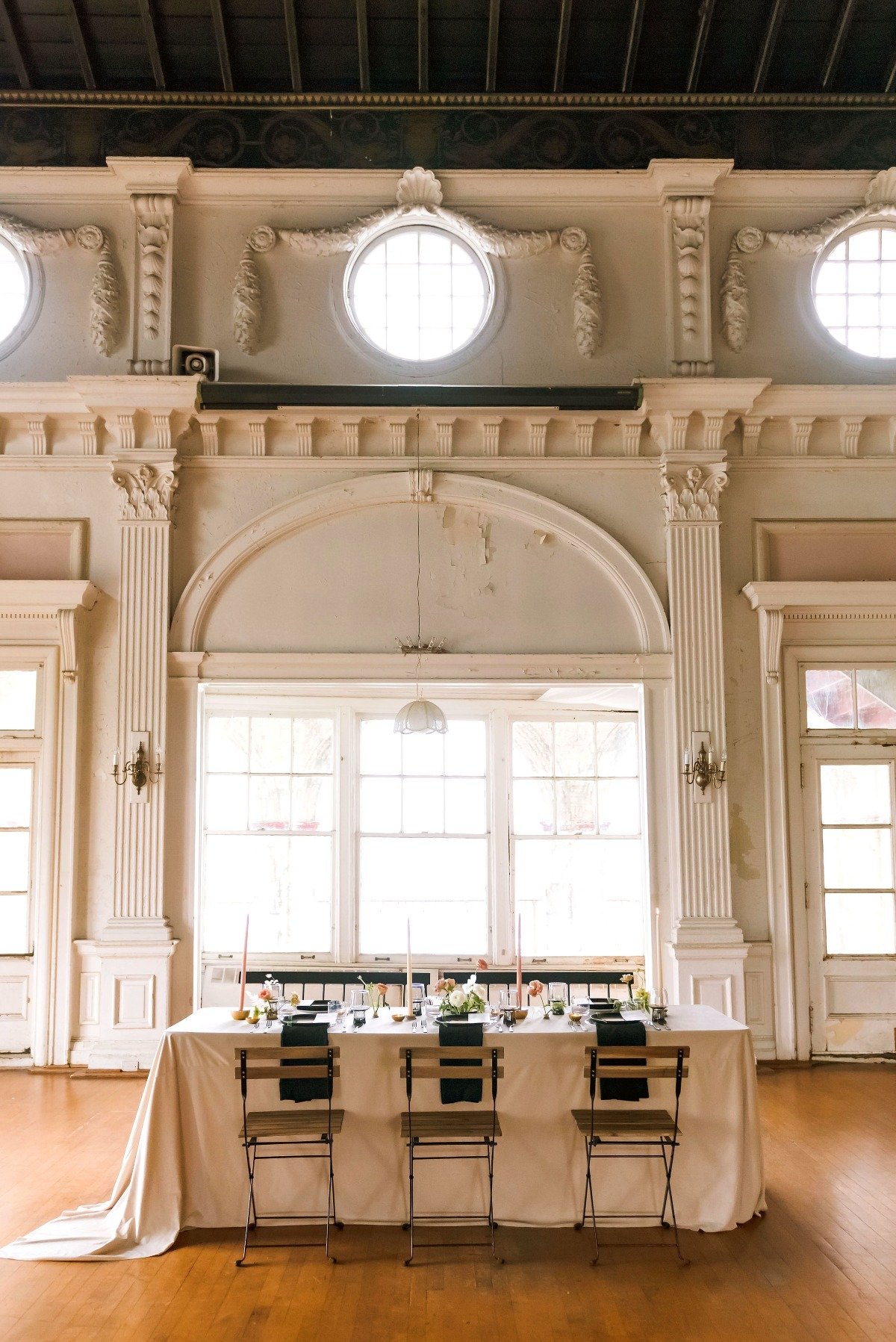 Have Your Modern Spring Wedding In A Vintage Space