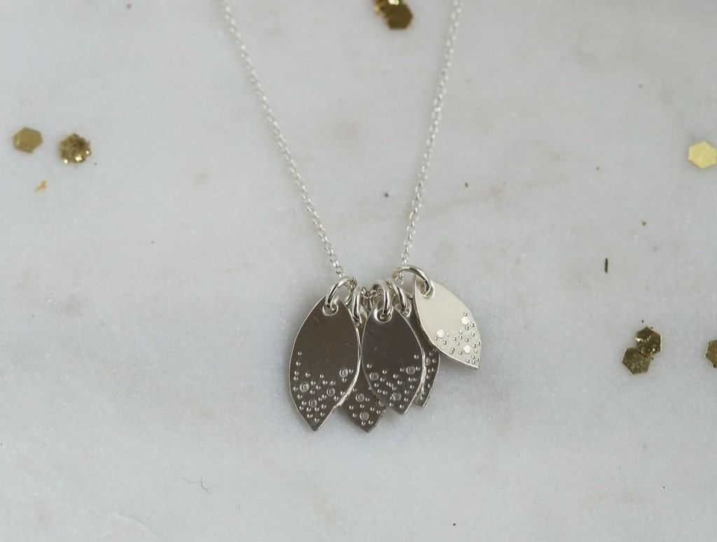 When family is everything ✨ Wear beautifully made family leaves around your neck to represent your precious members ❤️