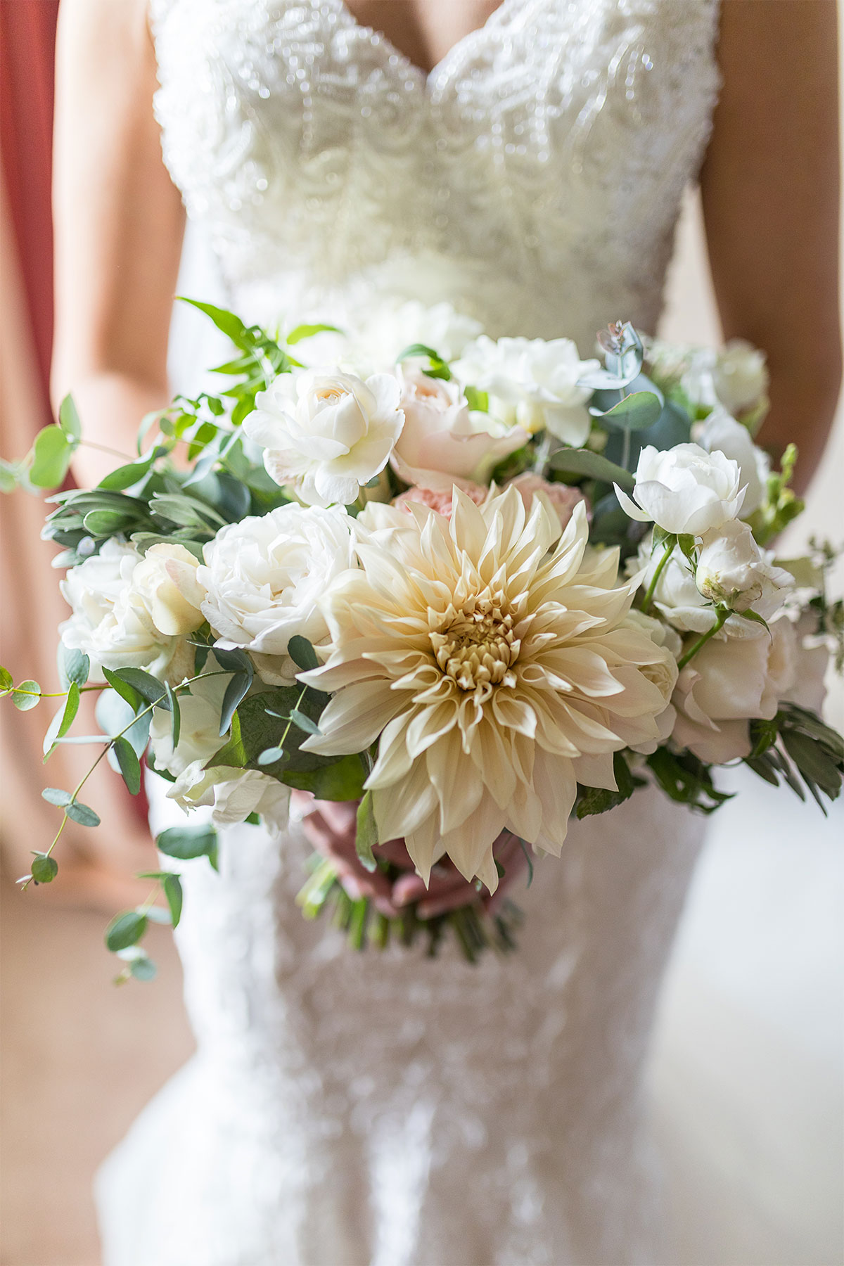 white and ivory wedding bouquet
