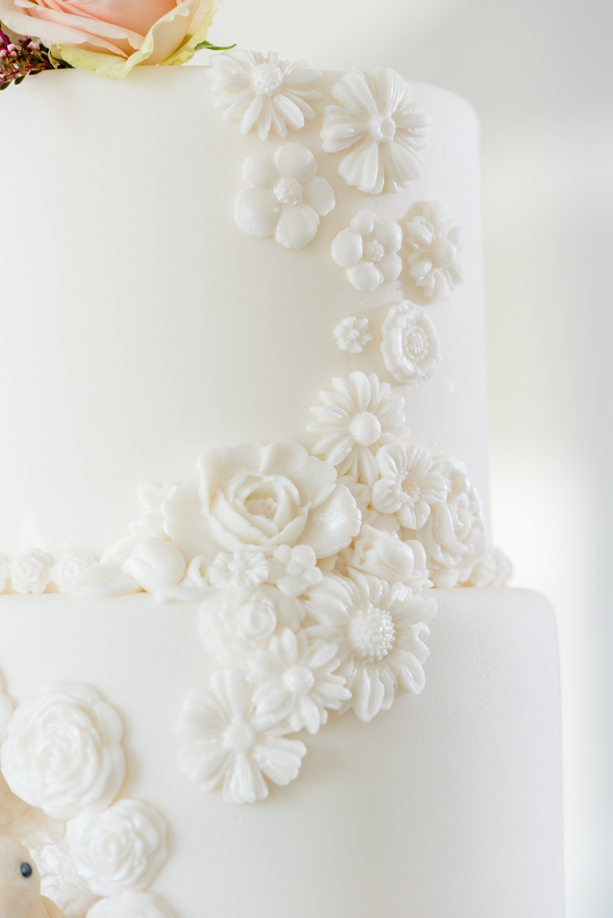 intricate white wedding cake decoration