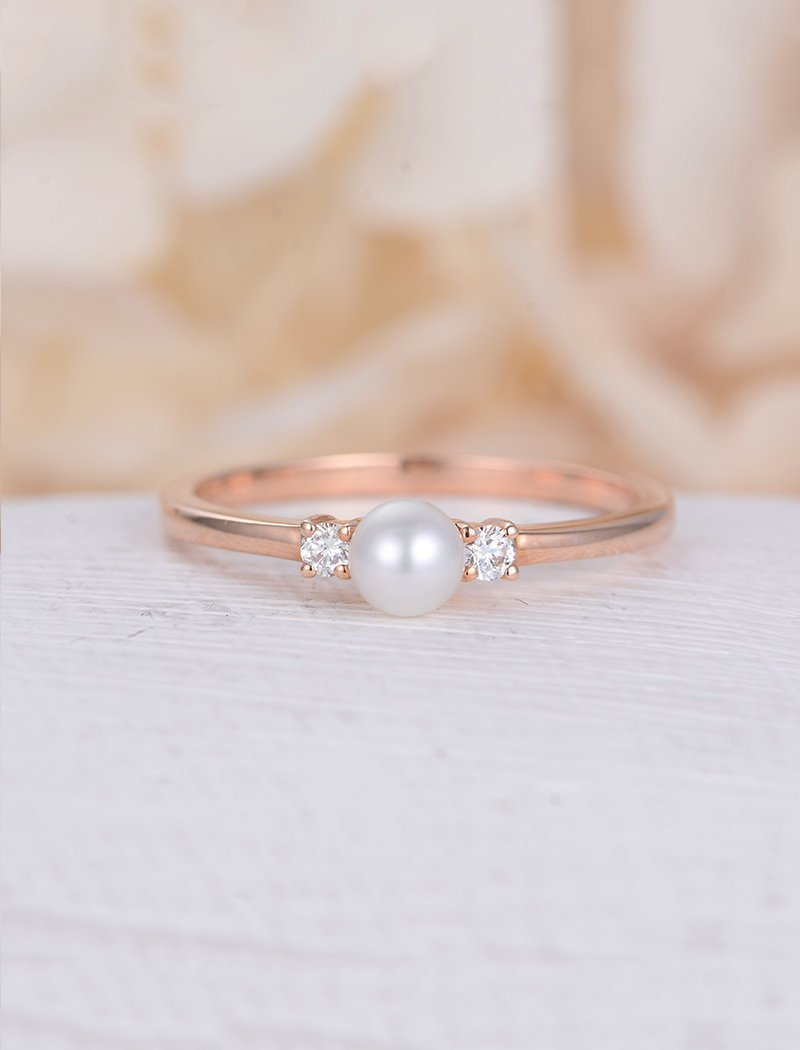 Rose gold ring with pearl and diamond side stones